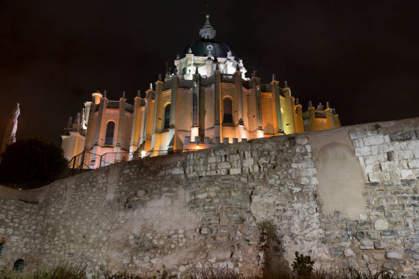 Alte Stadtmauer und Almudena-Kathedrale, Madrid – Foto