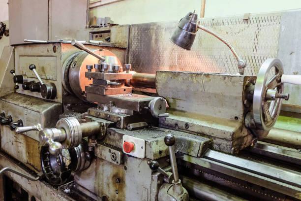 Ancienne tour à balai classique. Travail des métaux. - Photo