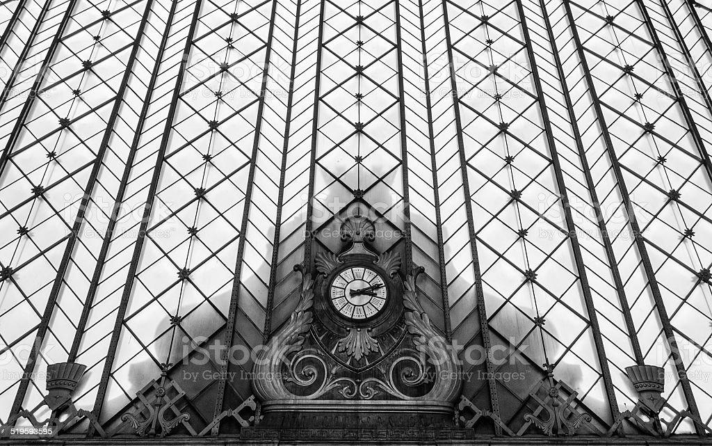 Antiguo reloj de la estación de ferrocarril - foto de stock