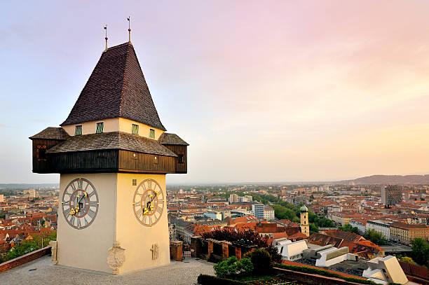 alter glockenturm in der stadt von graz, österreich - stadt graz stock-fotos und bilder