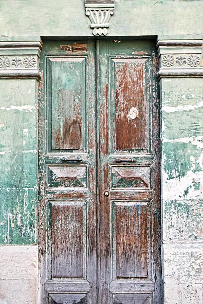Antigua puerta de color - foto de stock