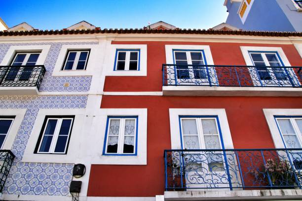 Old colorful houses and streets of Lisbon – zdjęcie