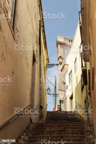 Stare Kolorowe Domy I Ulice Lizbony - zdjęcia stockowe i więcej obrazów Architektura