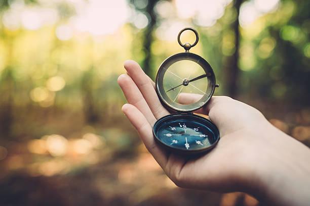 Alte Kompass in der hand – Foto