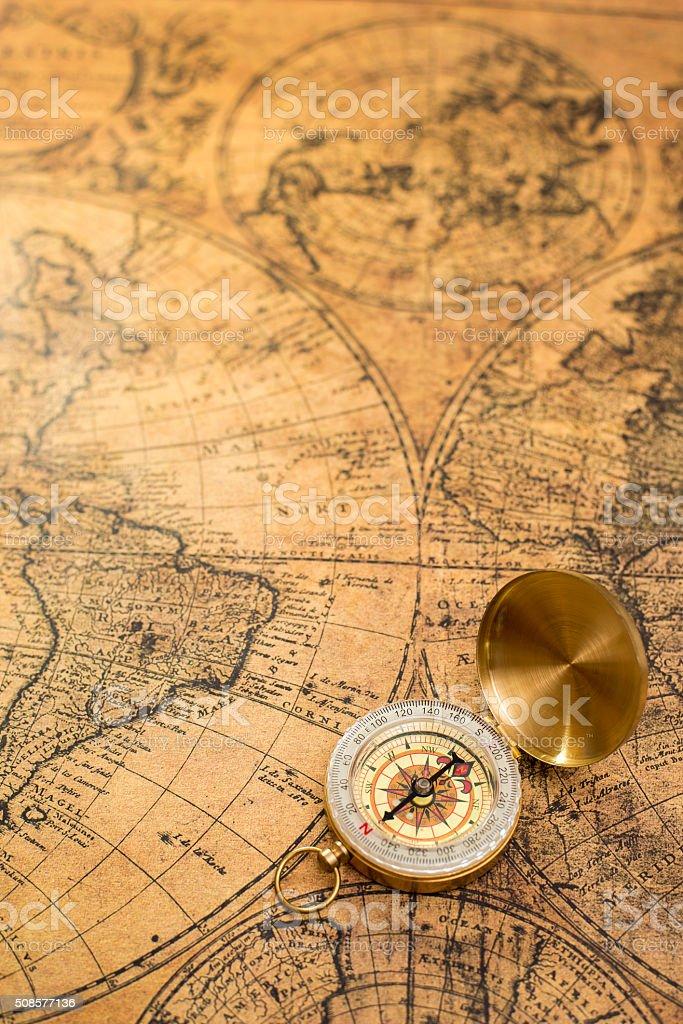 Brújula vintage antiguo Mapa de - foto de stock