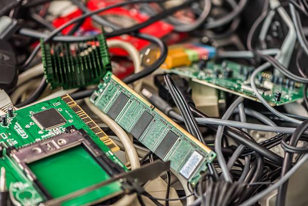 Alte Computer-Kabel und Geräte – Foto