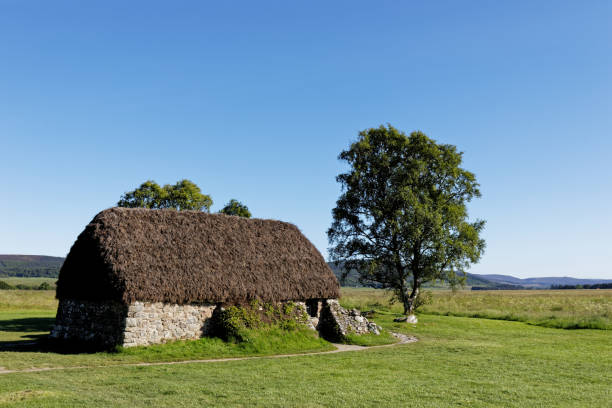 Old cottage in Culloden battlefield - Inverness, Scotland, UK Old cottage in Culloden battlefield - Inverness, Scotland, UK culloden stock pictures, royalty-free photos & images