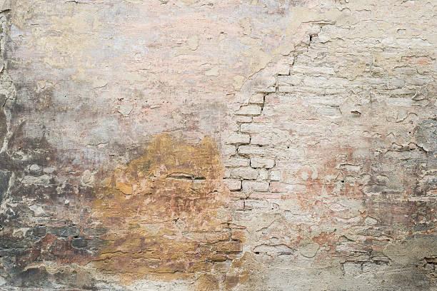 old cracked plastered medieval roman brick wall background texture - versterkte muur stockfoto's en -beelden