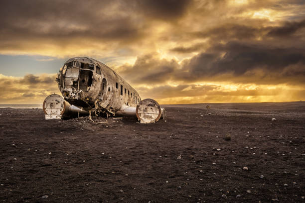 Old crashed plane in Iceland with heavy storm clouds Old crashed plane abandoned on Solheimasandur beach near Vik in Iceland with heavy storm clouds in the sky. Hdr processed sólheimasandur stock pictures, royalty-free photos & images
