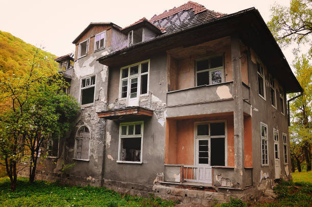 old destroyed house old abandoned house with no windows ugliness stock pictures, royalty-free photos & images