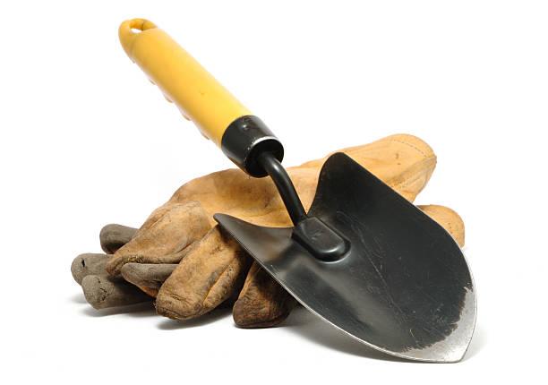 stary brudny skórzane rękawice i kielnia - sprzęt ogrodniczy zdjęcia i obrazy z banku zdjęć