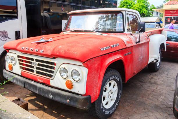 Alter Dodge Power Wagon geparkt – Foto