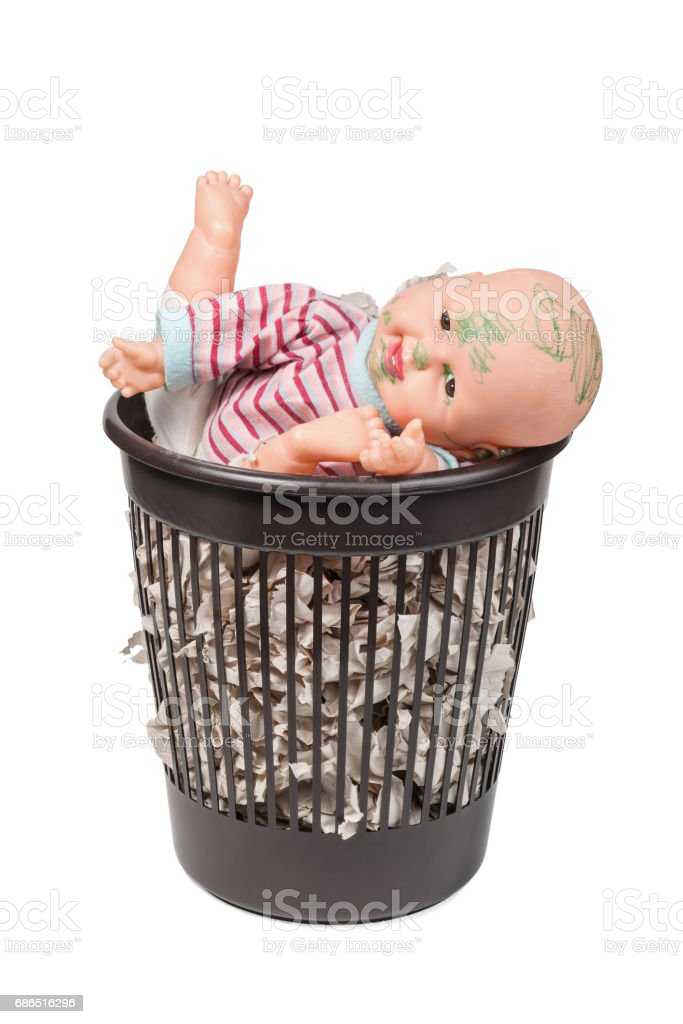 Old doll in the trash can photo libre de droits