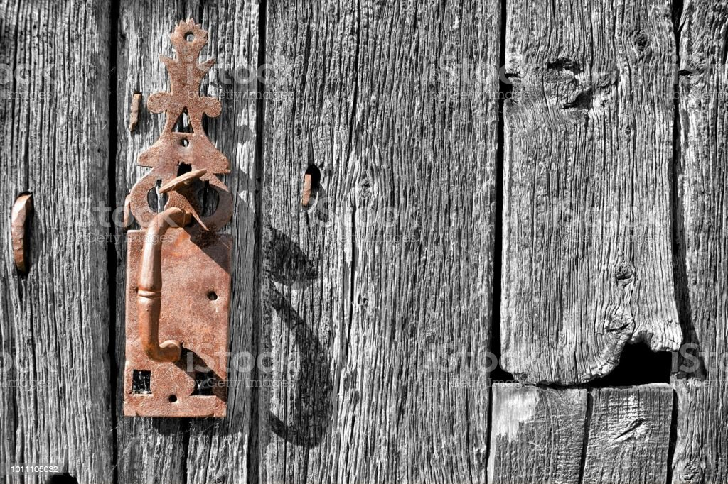 Antigua puerta - foto de stock