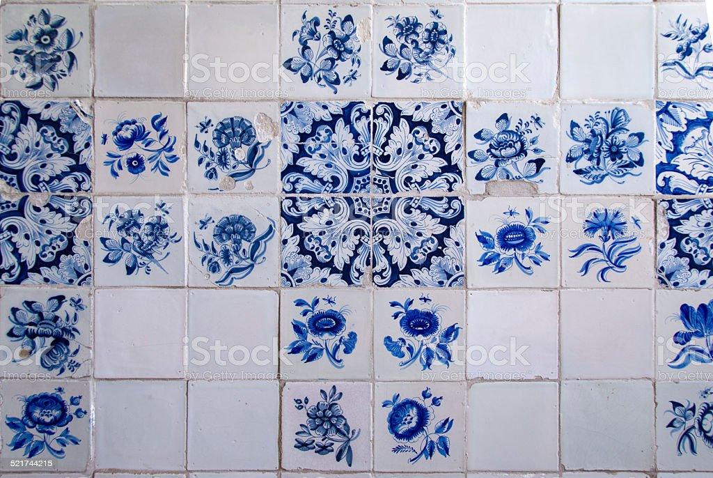 Vecchio olandese piastrelle in ceramica blu di delft fotografie