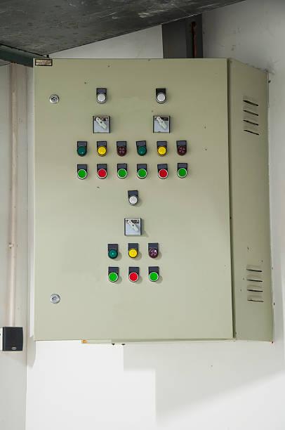 old electric boxs an der wand - kabelkanal weiß stock-fotos und bilder