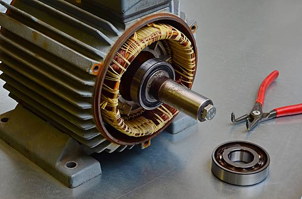 old electric motor needs maintenance - elektrische motor stockfoto's en -beelden