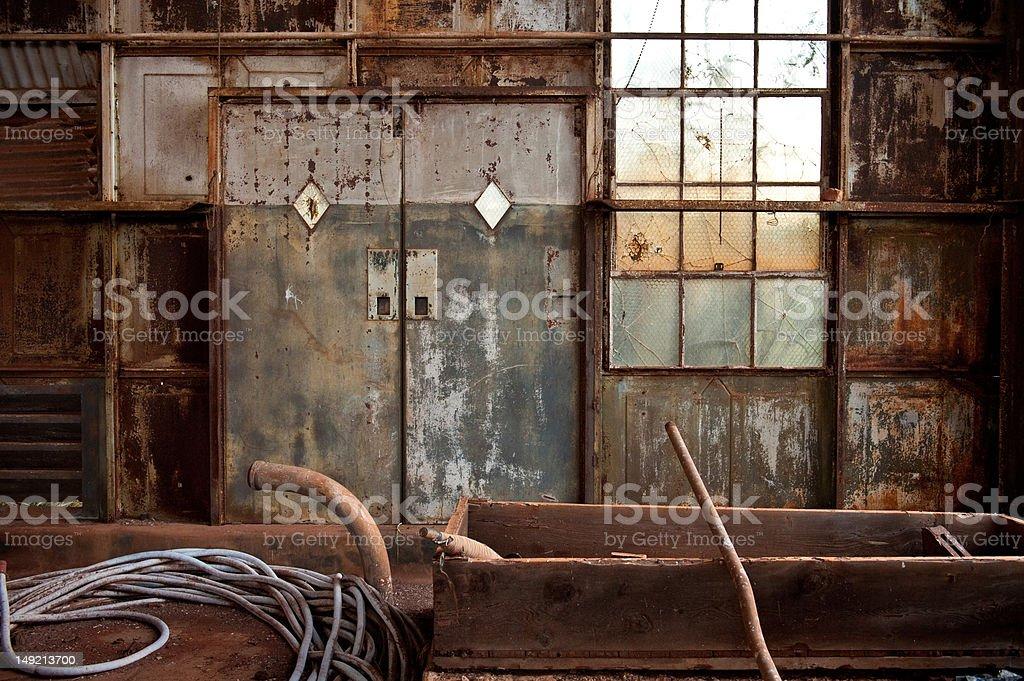 Vecchia Fabbrica Porte Interne A Maui Hawaii - Fotografie stock e altre  immagini di Abbandonato