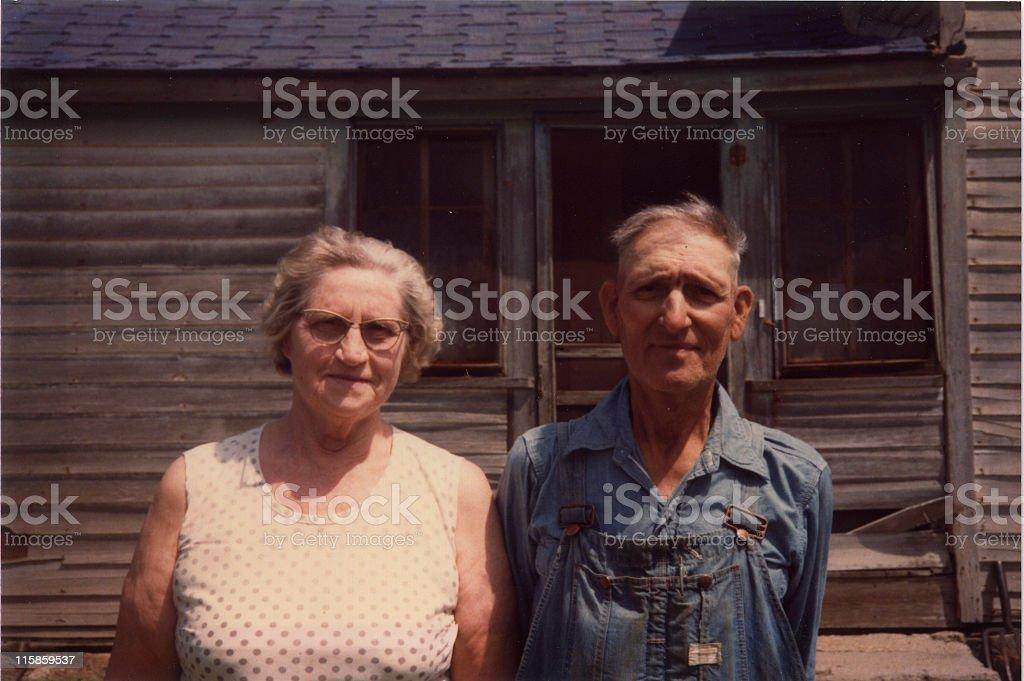 Vieux paysan et sa femme rétro. - Photo