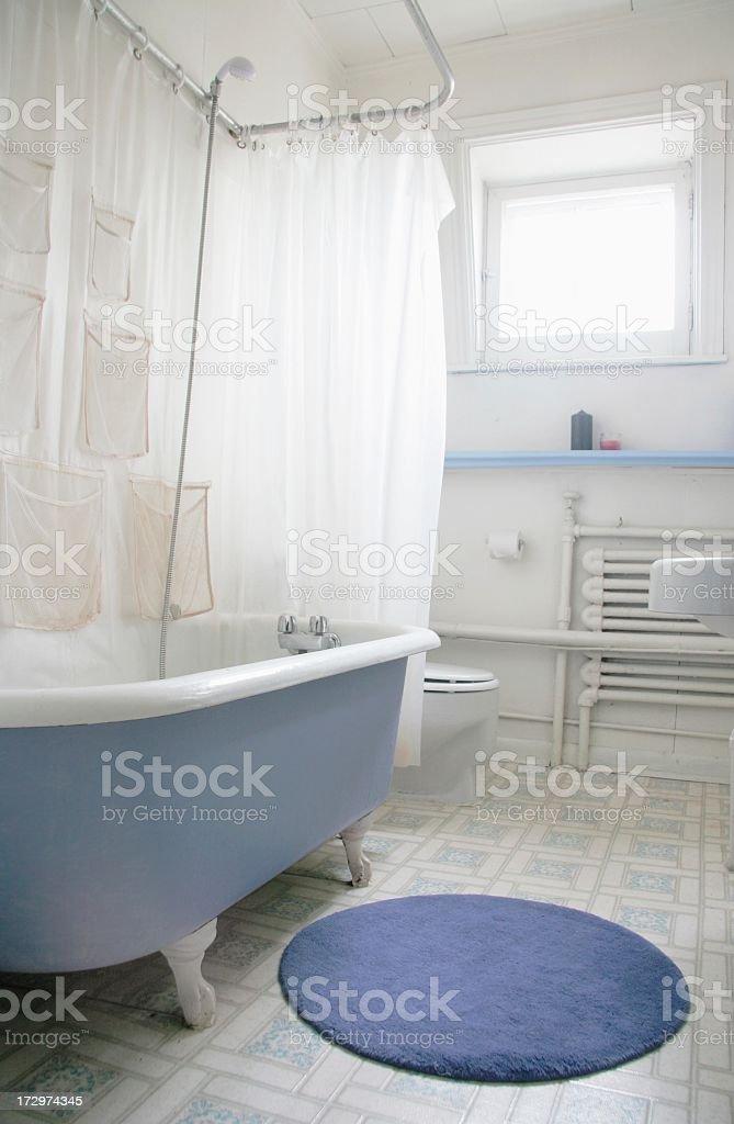 Old Fashioned Clawfoot Badezimmer mit Badewanne – Foto