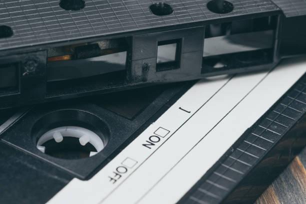 altmodisches kunststoff audio-kassette. musik der 90er jahre - typisch 90er stock-fotos und bilder