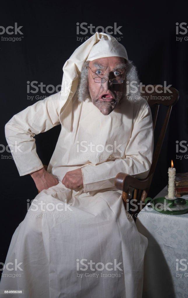 L'ancienne victorienne personnage masculin dans une chemise de nuit - Photo