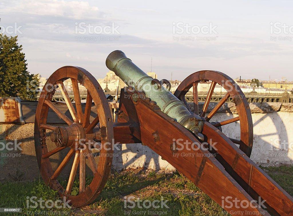 Old field-gun royaltyfri bildbanksbilder