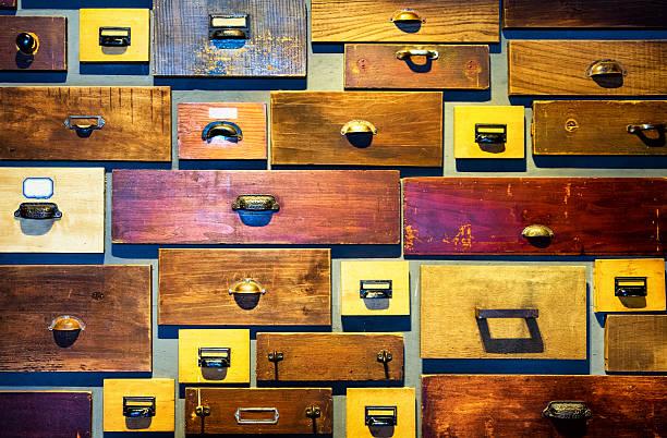 old aktenschrank - griffe für küchenschränke stock-fotos und bilder