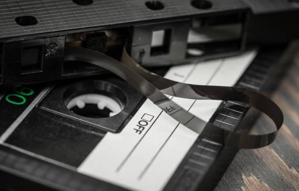alte film audiokassette - typisch 90er stock-fotos und bilder