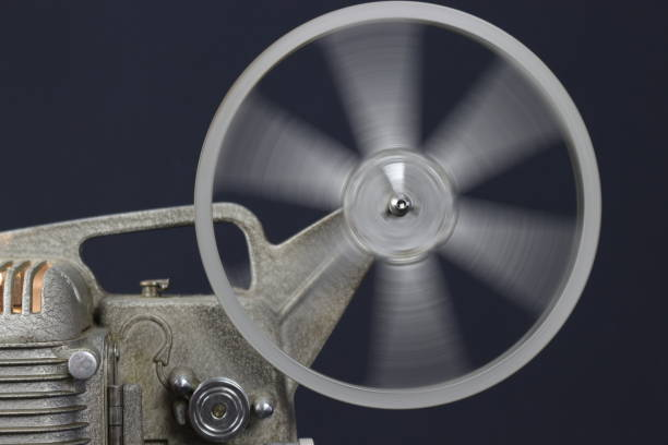 alte film-projektor - ben afflack stock-fotos und bilder