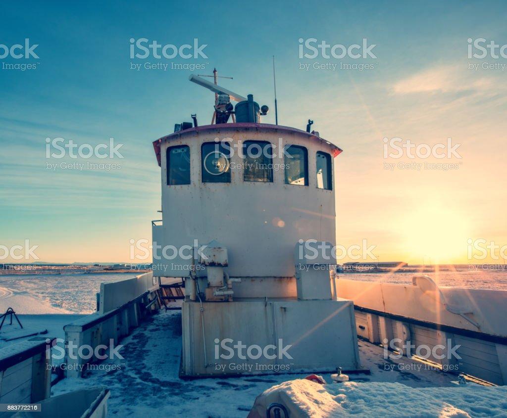Foto De Velho Barco De Pescador Na Islandia Em Grunge Colorido