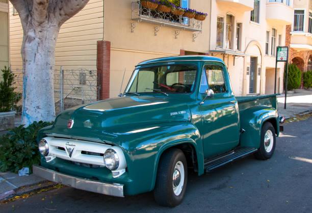 Alter Ford Pickup Truck in der San Francisco Street geparkt – Foto