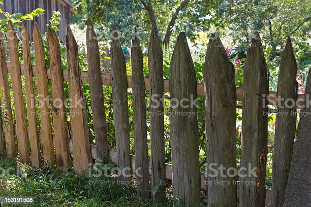 Old garden fence picture id153191508?b=1&k=6&m=153191508&s=612x612&h=vgsivpmlqeizy5tttox1oywmjgzmtcjjee2podbhebm=