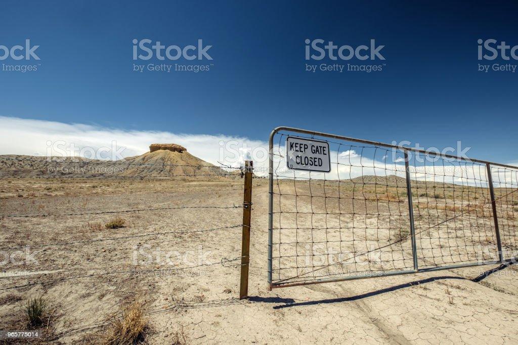 Old gate in Moab Valley Landscape - Royalty-free Ambiente dramático Foto de stock