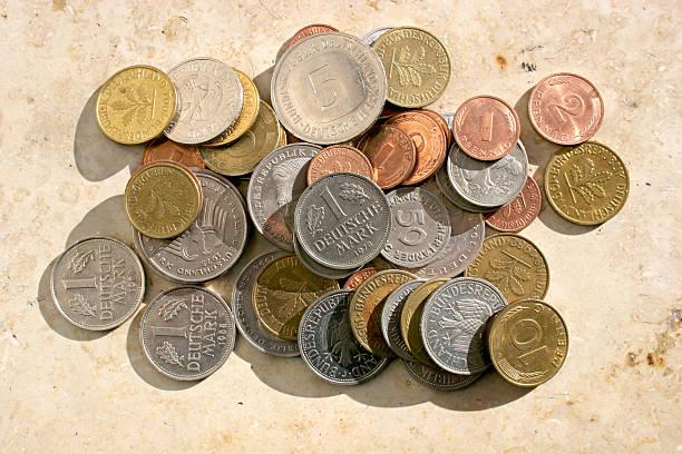 alte deutsche mark münzen - andreas weber stock-fotos und bilder