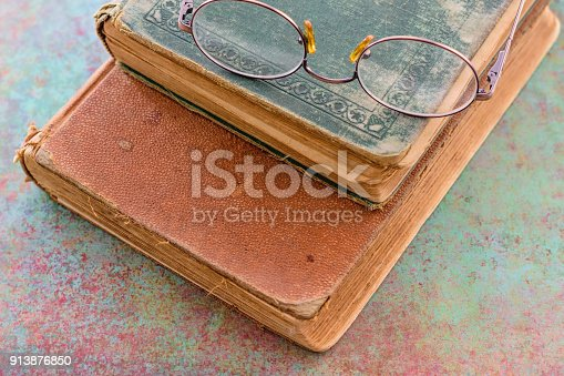 1034955096 istock photo Old glasses with vintage books 913876850