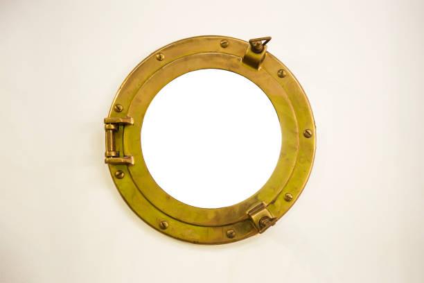 Alte goldene Bullauge mit dem leeren Raum im inneren Kreis – Foto