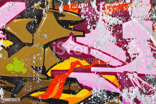 185278362 istock photo Old Graffiti 186875575