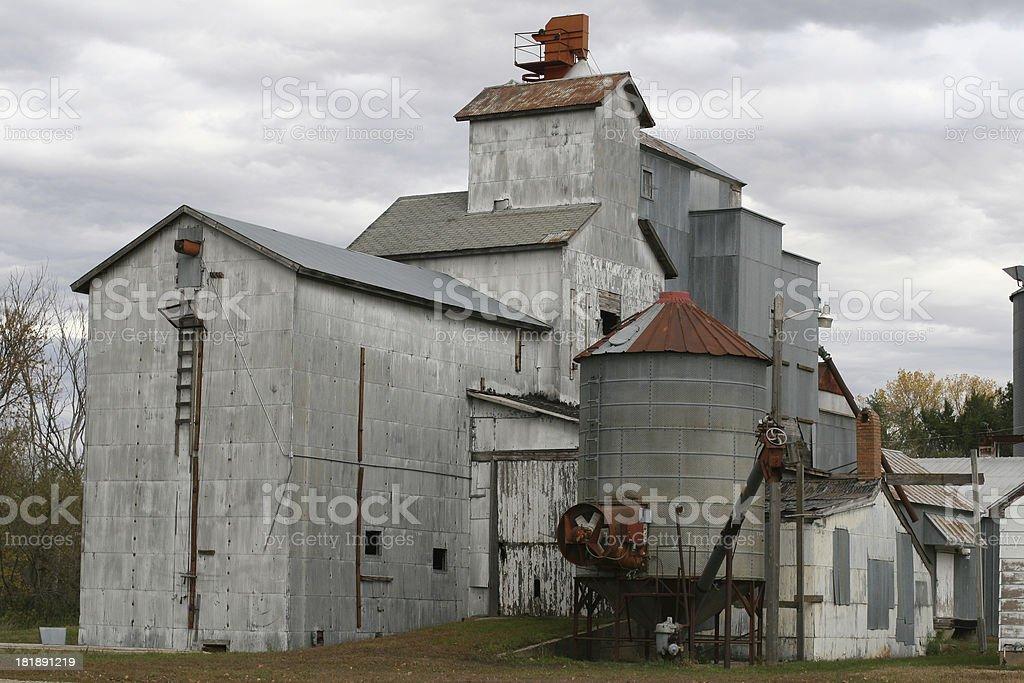 Зерновой элеватор старый элеваторы и зернохранилища купить