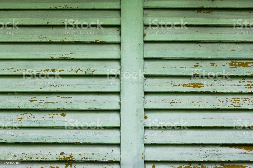 Janela antiga de madeira verde - foto de acervo