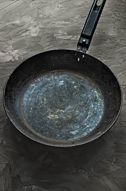 old grungy frypan - frying pan bildbanksfoton och bilder