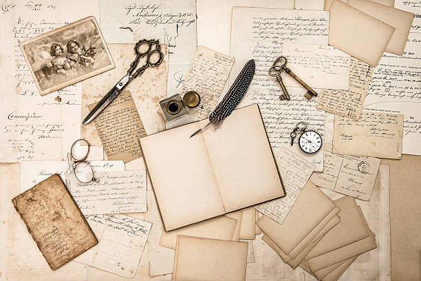 old handwritten letters, pictures and antique writing accessories - 歷史 個照片及圖片檔