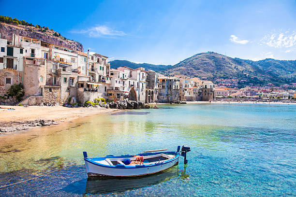 old harbor with wooden fishing boat in cefalu, sicily - 西西里 個照片及圖片檔