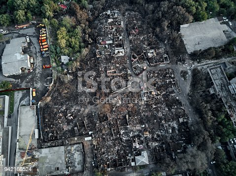 istock Old home after fire and burned everything in the area. top view and Take from drone 942166524