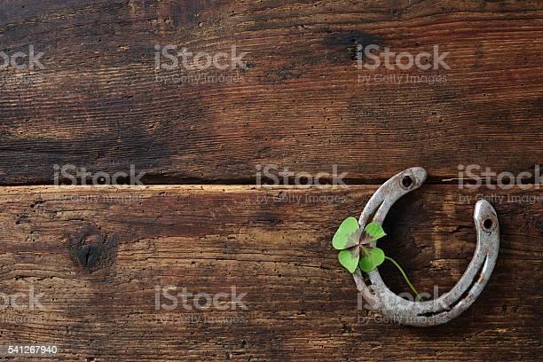Old horse shoewith clover leaf picture id541267940?b=1&k=6&m=541267940&s=612x612&h=ewxpykrfvojwy80tyev0ysqdky ufr8iishc8ne4jdw=