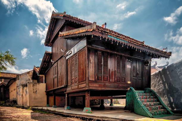 oud huis in malakka - malakka staat stockfoto's en -beelden