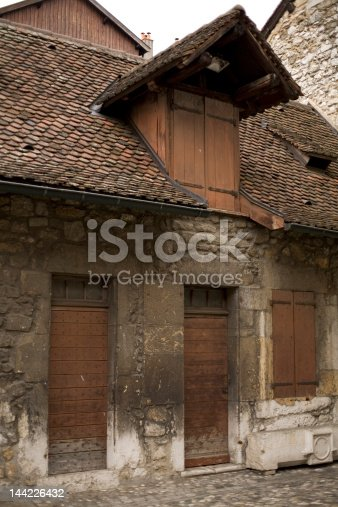 istock old house 144226432