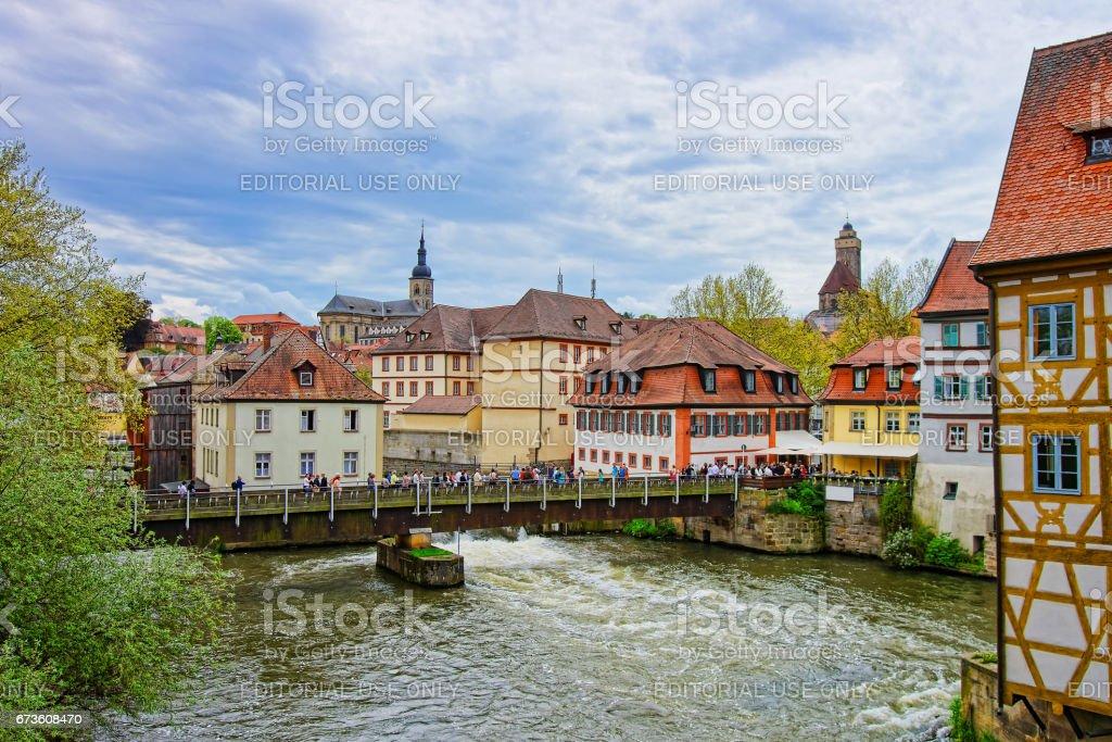 Alte Häuser und Regnitz River im alten Stadtzentrum Bamberg – Foto