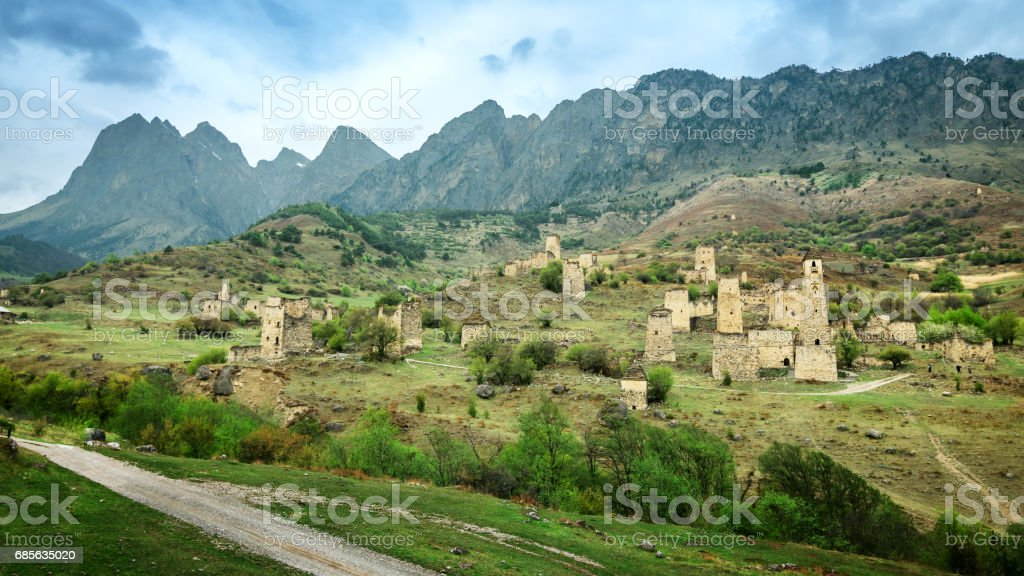 Old ingushetia defence tower in mountain of Caucasus, Russia 免版稅 stock photo