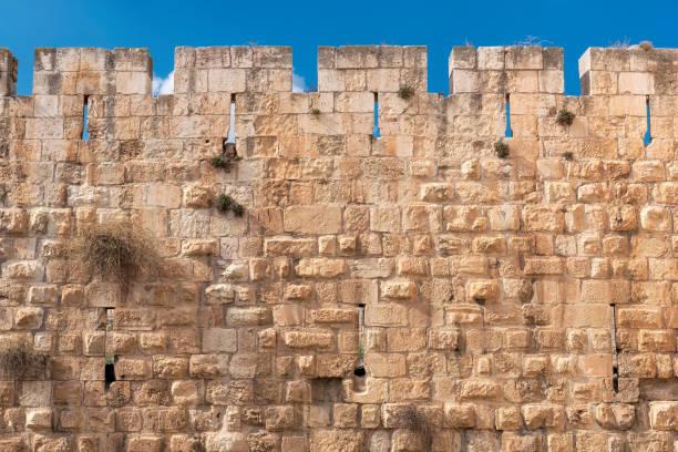 oude jeruzalem stadsmuur - versterkte muur stockfoto's en -beelden